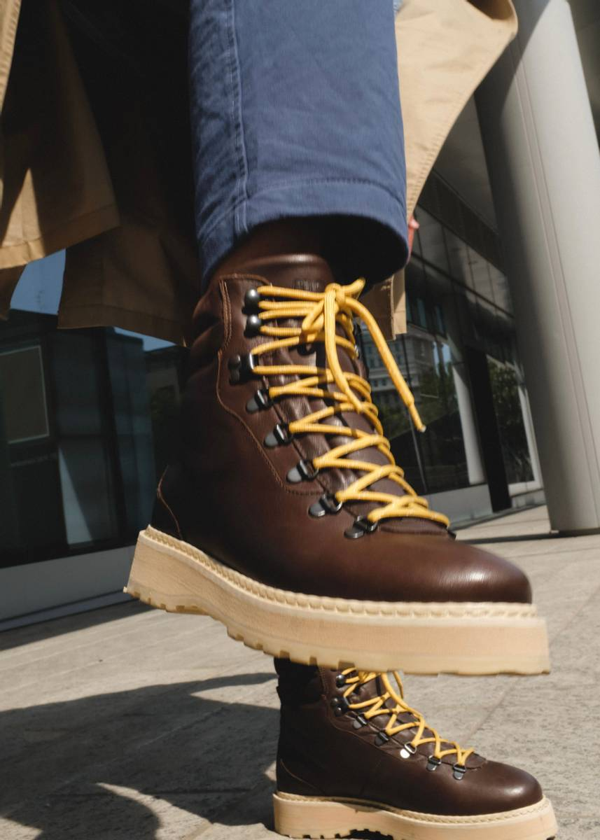 MONO - M Hiking Grained Leather Boots Chocolate
